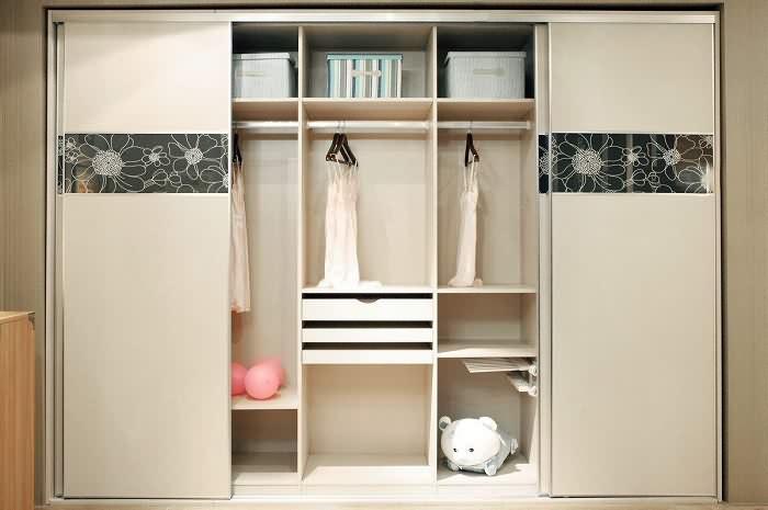 4,非标型衣柜:如果房间是不规则的,为了能够充分利用空间,并让整个图片