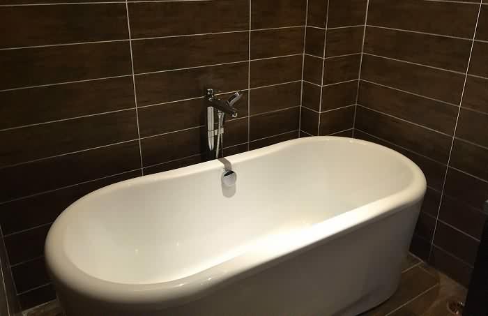 浴缸什么材质好,很多人都选错了