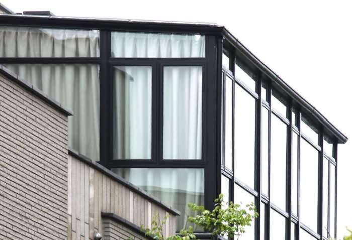 3,除了以上的骨架和玻璃之外,同时还可以做彩钢板盖顶的阳光房.